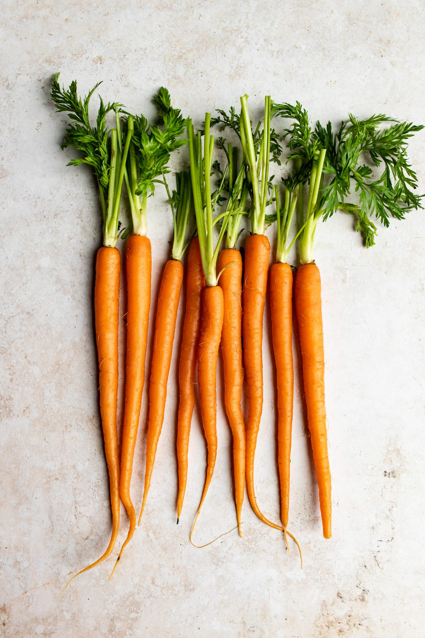 raw carrots with tops